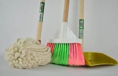 cleaning with earth-friendly cleaning products